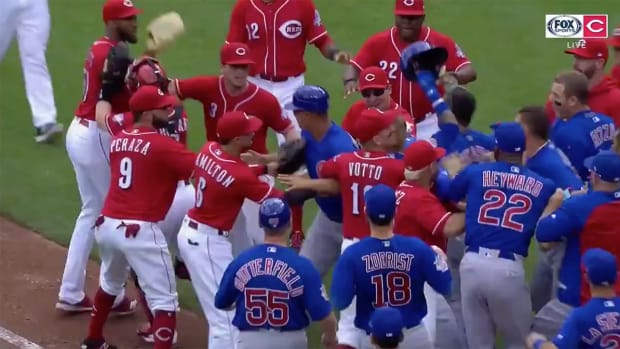 cubs-reds-bench-clears.png