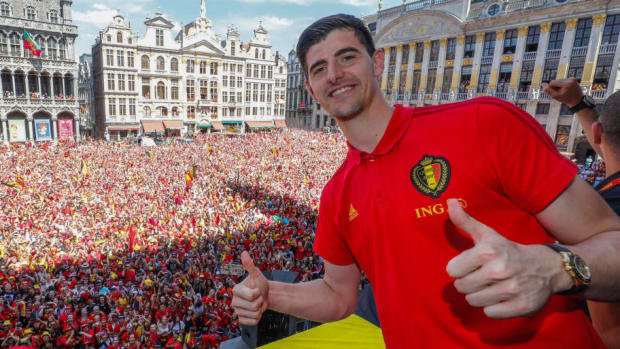 red-devils-parade-in-brussels-after-returning-from-world-cup-russia-5b68675b4433b9c1d7000012.jpg