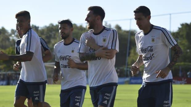 argentina-training-session-5b7c17152772256eae000020.jpg