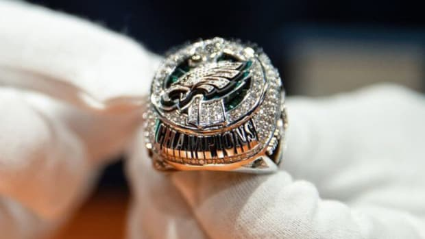 eagles-super-bowl-ring.jpg
