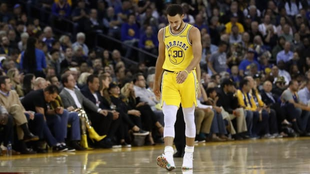 Stephen Curry Exits Loss With Adductor Strain--IMAGE