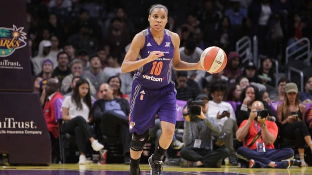 Sixers Hire Former WNBA No. 1 Pick Lindsey Harding As Scout--IMAGE