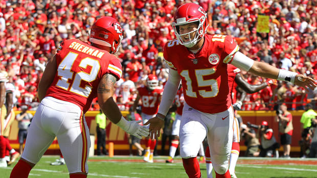 anthony-sherman-patrick-mahomes-chiefs.jpg