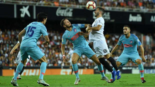 valencia-cf-v-club-atletico-de-madrid-la-liga-5b7b17c5f27007d343000002.jpg