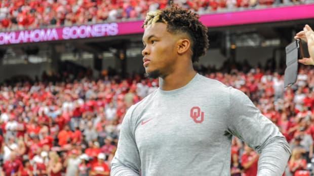 Oklahoma QB Kyler Murray Signs Deal With A's, Will Play Football in 2018 - IMAGE