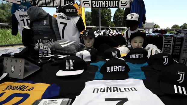 cristiano-ronaldo-juventus-merchandise.jpg