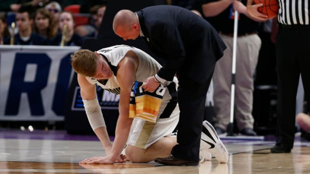 Purdue's Isaac Haas To Miss Rest of Tournament With Fractured Elbow--IMAGE