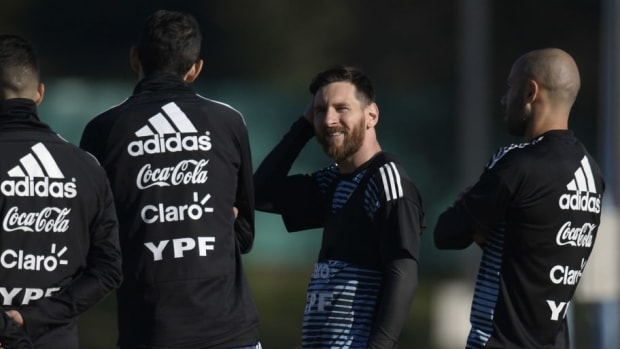 fbl-wc-2018-arg-training-5b0ab62a347a02c0c800000a.jpg
