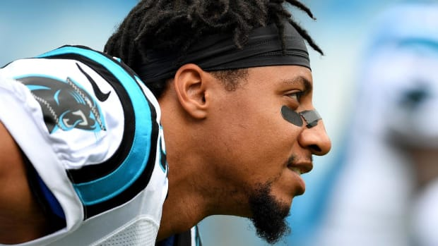 Eric Reid Continues Protest, Kneels During National Anthem in First Game With Panthers - IMAGE