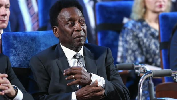 Pele, 77, in Hospital for Exhaustion After Collapsing - IMAGE