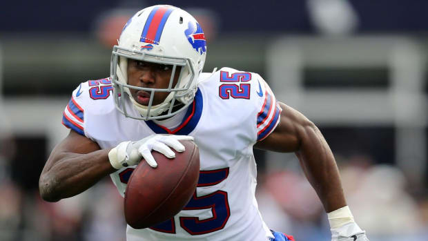 Bills RB LeSean McCoy Leaves Thursday's Practice After Stretching--IMAGE