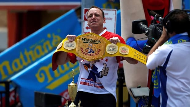 Joey Chestnut Takes 11th Nathan's Hot Dog Eating Crown - IMAGE