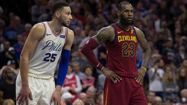 ben_simmons_stares_at_lebron.jpg