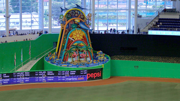 marlins-home-run-sculpture-gone.jpg