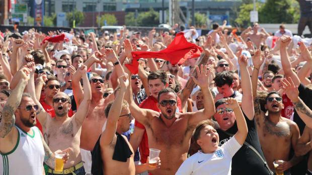 football-fans-watch-england-take-on-sweden-in-the-world-cup-quarter-finals-5b40da00f7b09d2cab000008.jpg