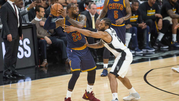 lebron_keeps_the_ball_away_from_kawhi.jpg