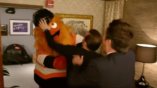 gritty-fights-with-jimmy-fallon-tonight-show-flyers.png