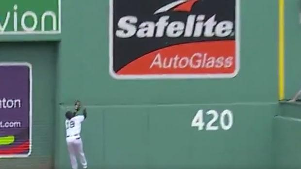 Jackie-Bradley-Catch-Red-Sox-Blue-Jays.png