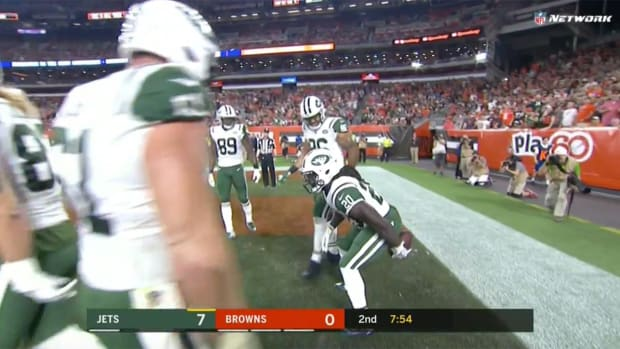 crowell-touchdown-celebration-jets-browns.png