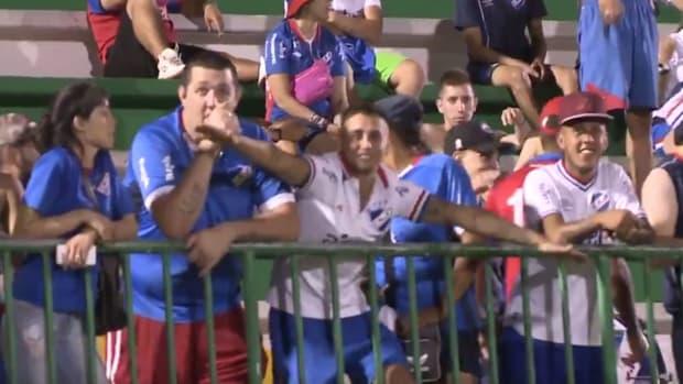 nacional-fan-chapecoense.jpg