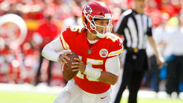 patrick-mahomes-chiefs-broncos-monday-night-football-predictions.jpg