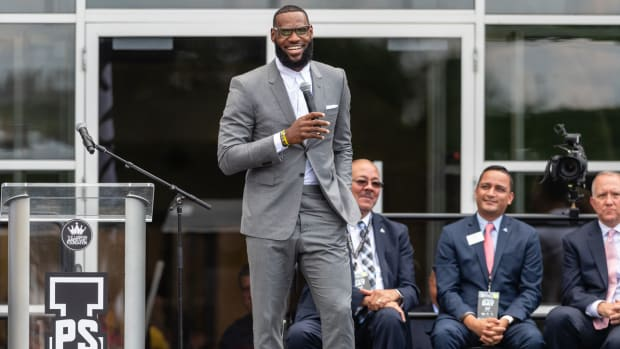 lebron-not-bothered-by-trumps-insults.jpg