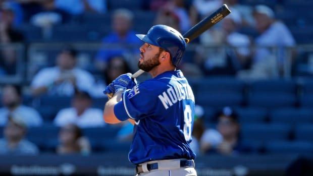 mike-moustakas-short-term-deal.jpg