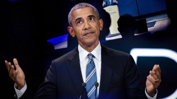 Former President Barack Obama Makes His NCAA Tournament Predictions--IMAGE