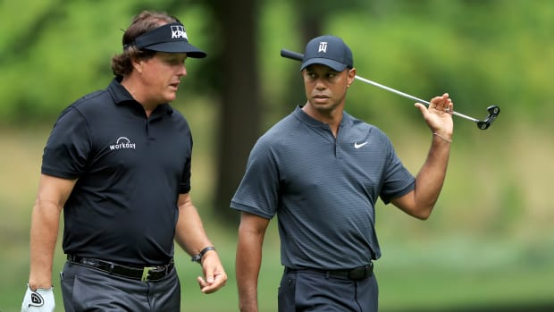 phil-mickelson-tiger-ppv-bad.jpg