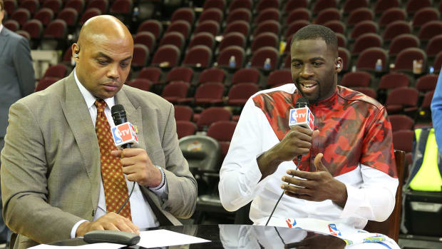 charles-barkley-apologizes-for-draymond-green-comment.jpg