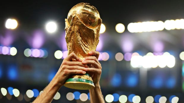 how-heavy-is-world-cup-trophy.jpg