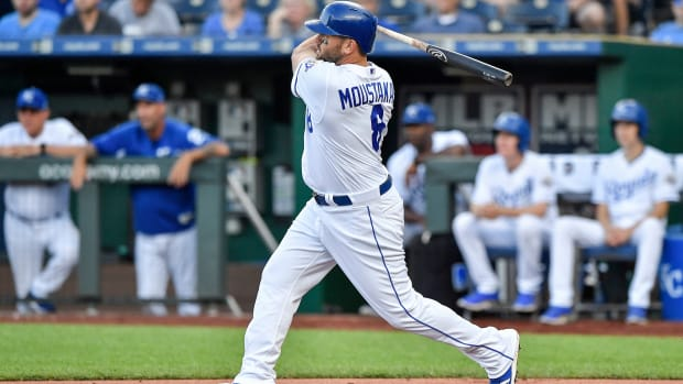 mike-moustakas-mlb-rumors.jpg