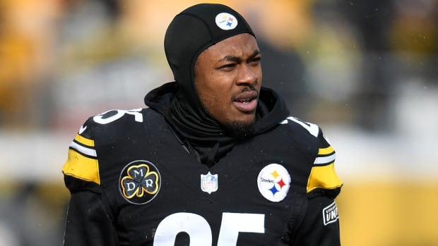 Report: Steelers CB Artie Burns Suffers Non-Contact Knee Injury During Practice - IMAGE