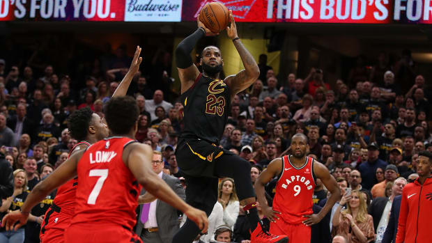 lebron_hits_buzzer_beater_in_game_3_over_toronto.jpg