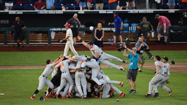 Oregon State Wins College World Series With 5-0 Win Over Arkansas - IMAGE