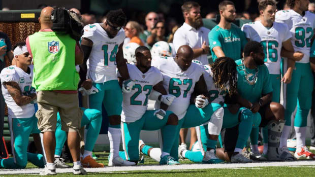 Dolphins Could Fine or Suspend Players Who Do Not Stand for the National Anthem - IMAGE