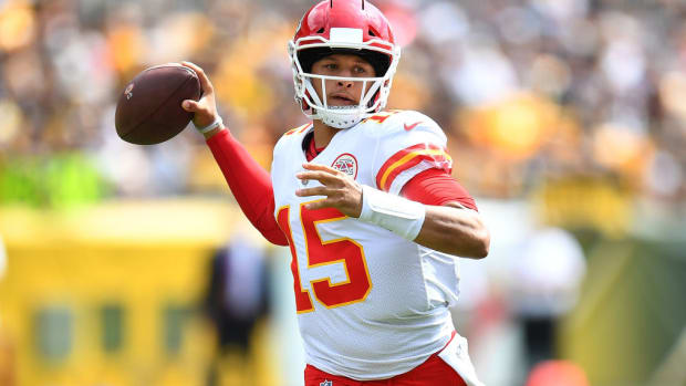 patrick-mahomes-chiefs-steelers-six-touchdowns-nfl-record.jpg