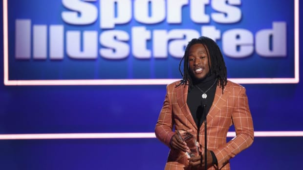 "Breakout Athlete of the Year Alvin Kamara Says it ""Feels Great"" to Win Sportsperson Award - IMAGE"