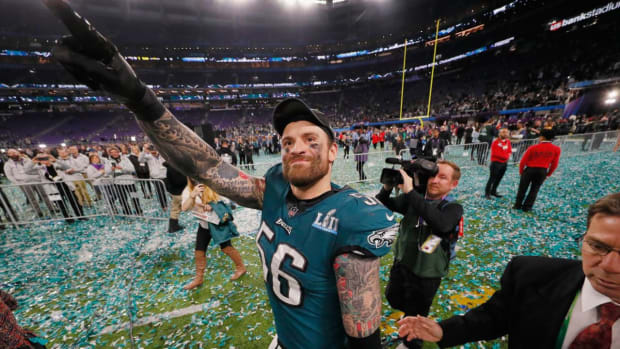 Report: Chris Long Not Retiring, Will Return to Eagles For 2018 - IMAGE