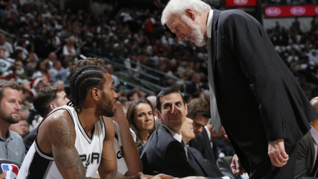 Spurs' Gregg Popovich Meets With Kawhi Leonard Ahead of Draft--IMAGE