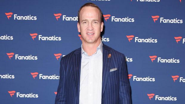 peyton-manning-papa-johns-franchises-sold.jpg