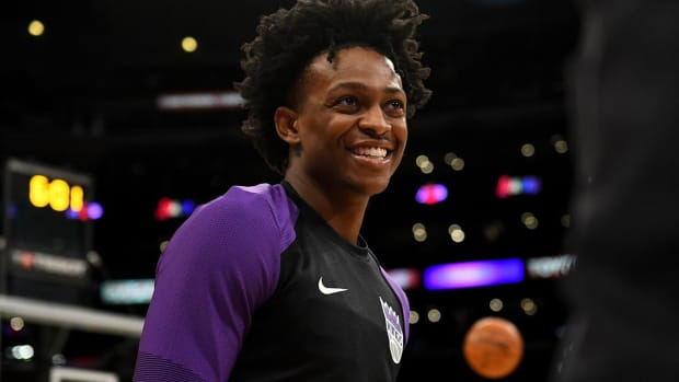 De'Aaron Fox Leads Kings to Fifth Straight Win with Triple-Double--IMAGE