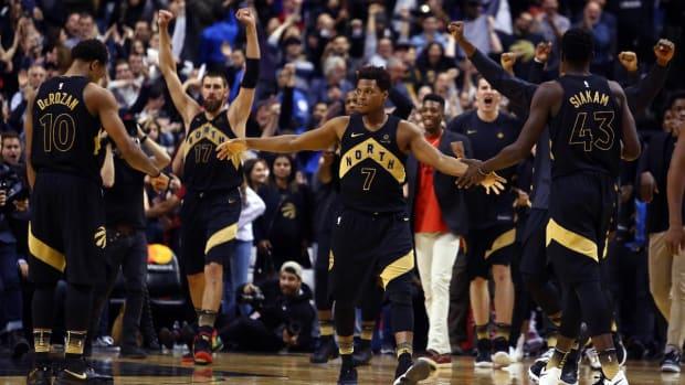 Raptors Defeat Rockets 108-105, Snap Houston's 17-Game Win Streak--IMAGE