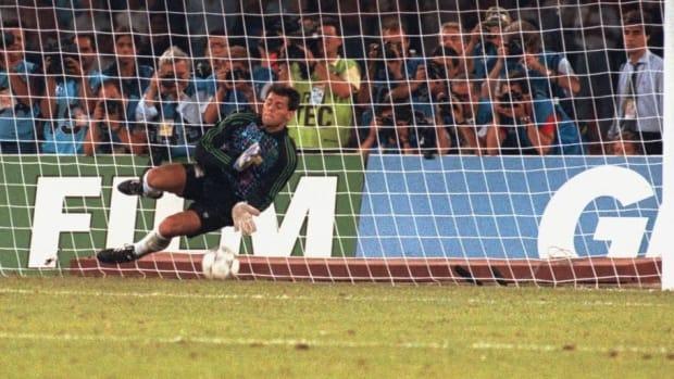 argentinian-goalkeeper-sergio-goycochea-5aee66c173f36c7fe5000003.jpg