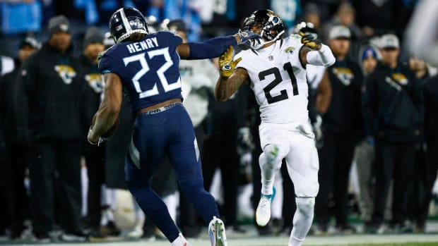 Derrick Henry Sets Franchise Single-Game Rushing Record, Adds Four Touchdowns in Win - IMAGE