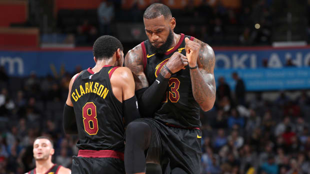 lebron-james-jordan-clarkson-celebrate.jpg