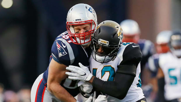 Rob Gronkowski Questionable To Return With Concussion After Helmet-To-Helmet Hit By Barry Church - IMAGE