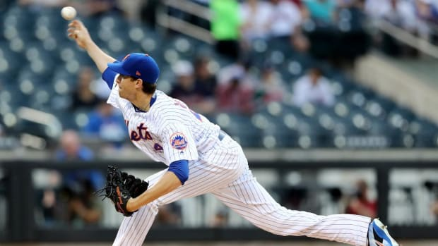 Mets Ace Jacob deGrom Leaves After Four Innings With Hyperextended Right Elbow - IMAGE