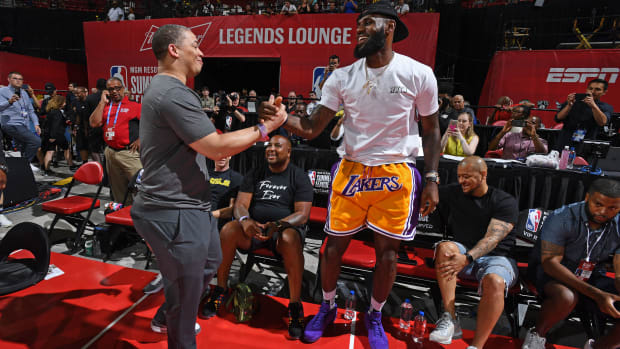 lebron-james-first-game-in-cleveland.jpg