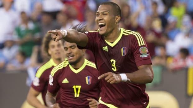 uruguay-v-venezuela-group-c-copa-america-centenario-5b4ef6367134f68168000007.jpg